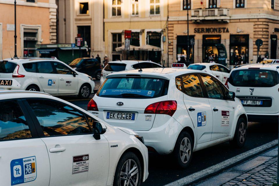 イタリア タクシーのチップ