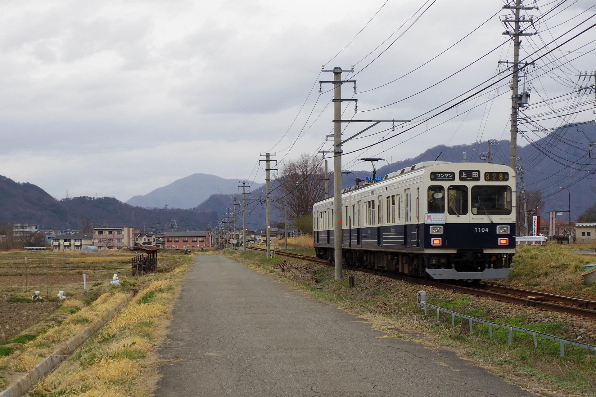 下之郷駅を発車した上田行きの電車