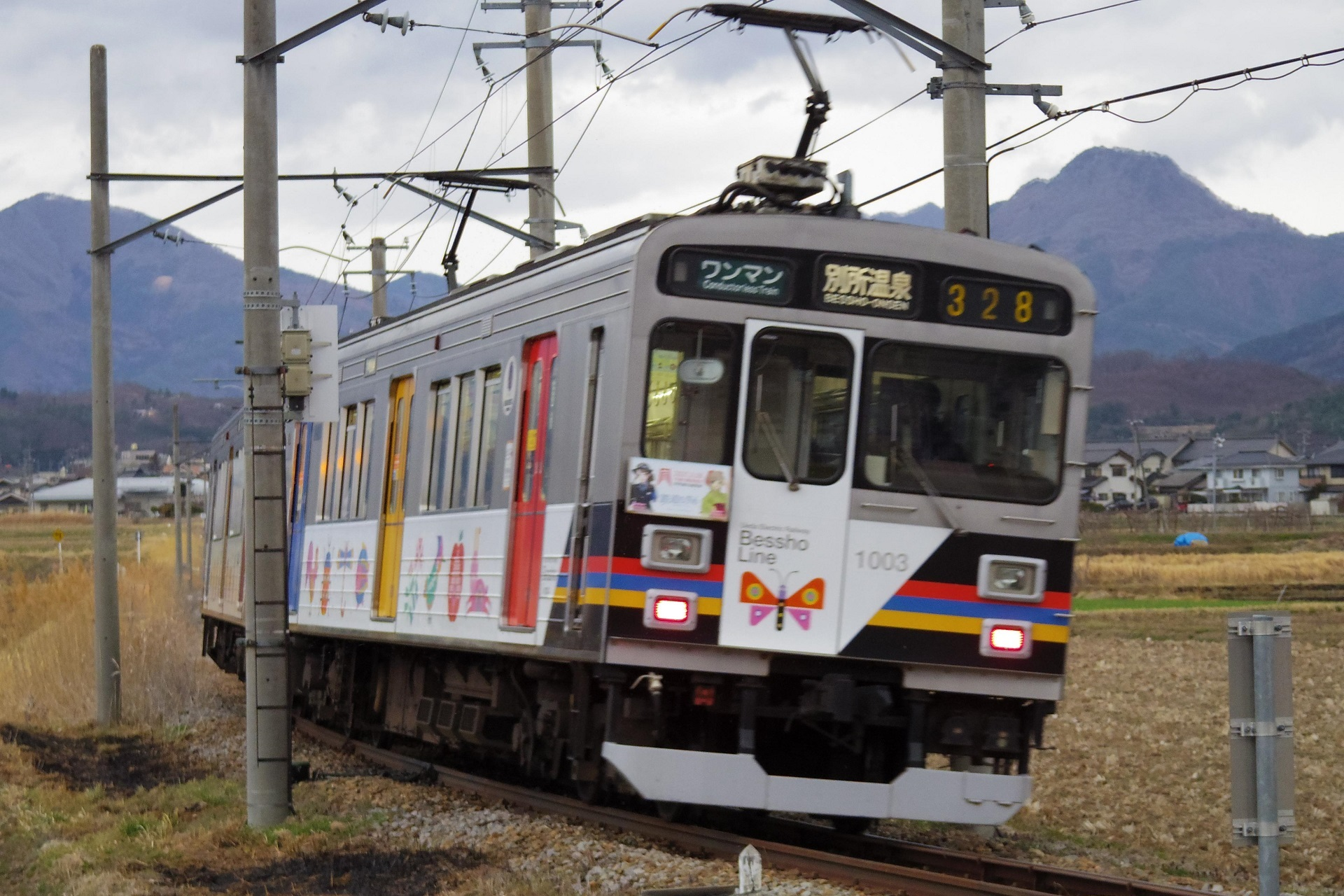 下之郷駅を発車した別所温泉行きの電車