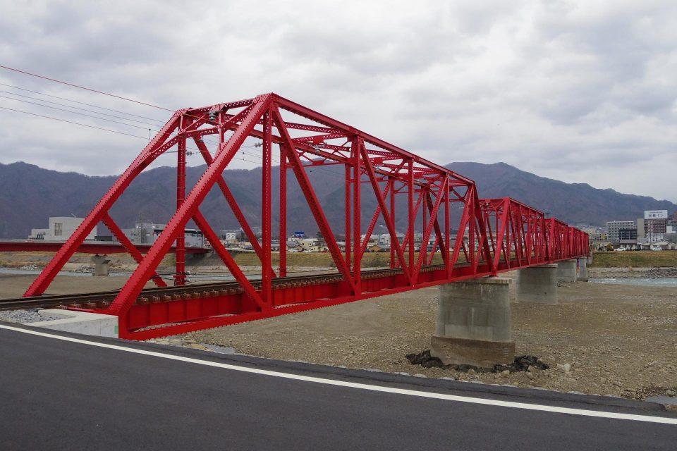 千曲川橋梁の復旧部分を近くで見るとこんな感じ