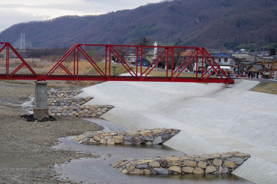 千曲川橋梁の復旧部分
