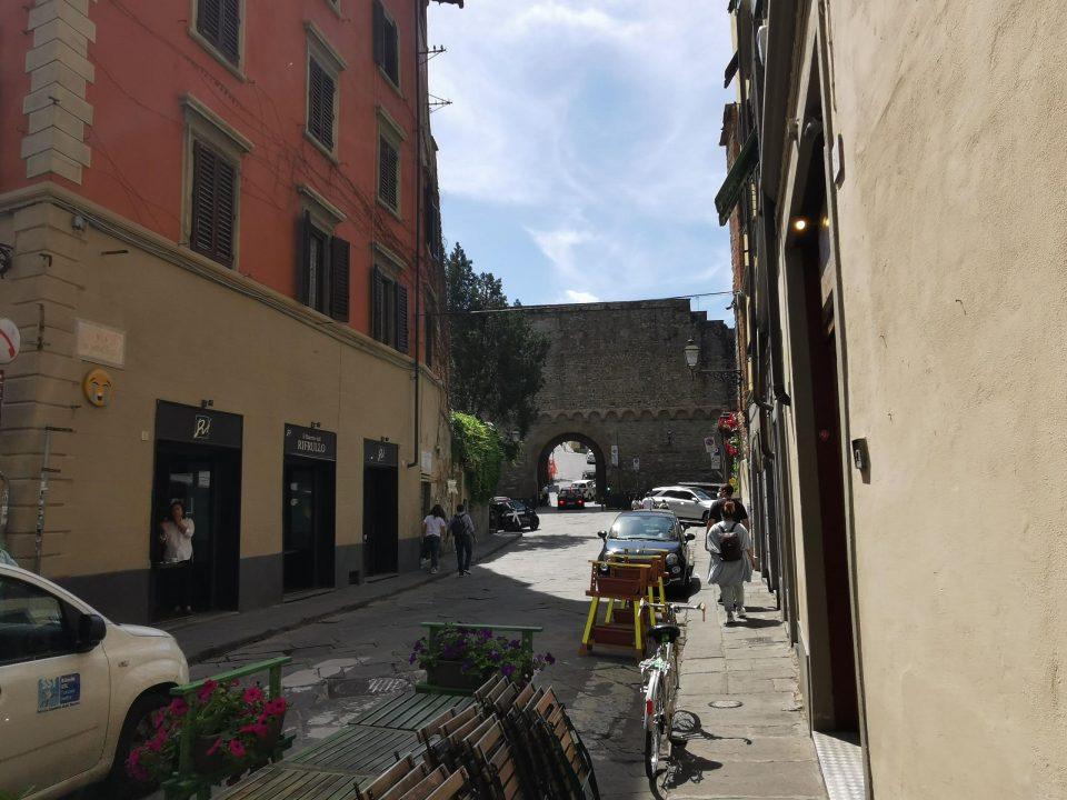 フィレンツェ ヴェッキオ橋からミケランジェロ広場 徒歩