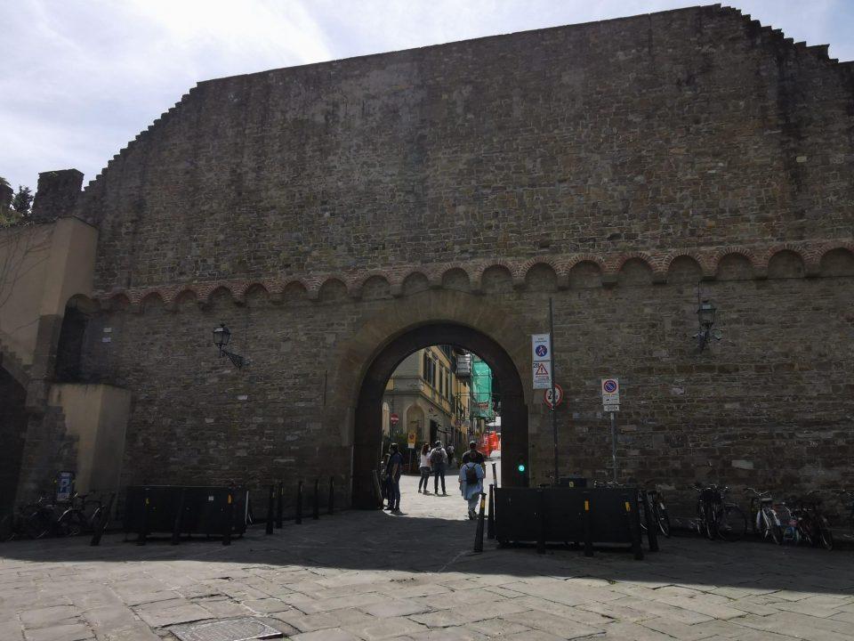 フィレンツェ 徒歩でヴェッキオ橋からミケランジェロ広場