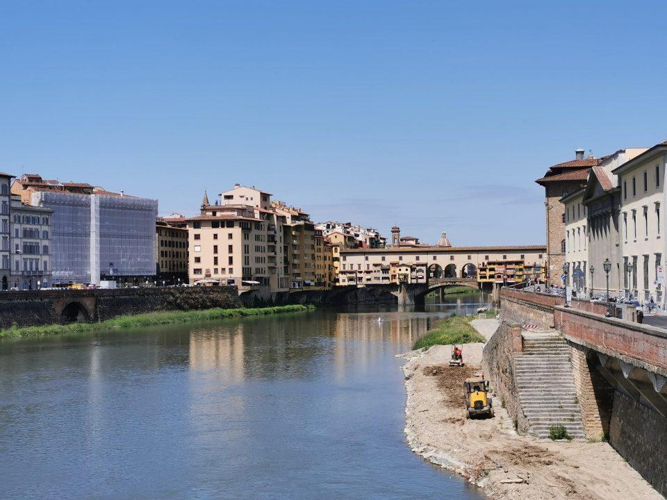フィレンツェ観光 ヴェッキオ橋アルノ川 グラツィエ橋
