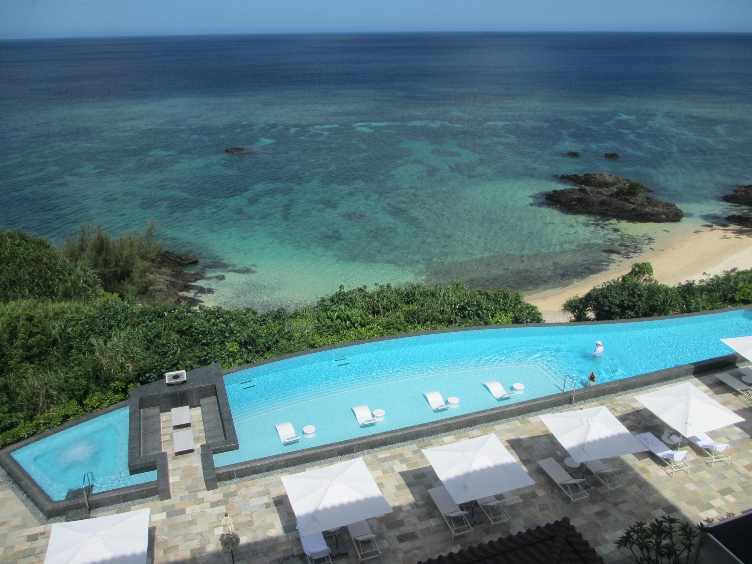ハレクラニ沖縄 プールが絶景