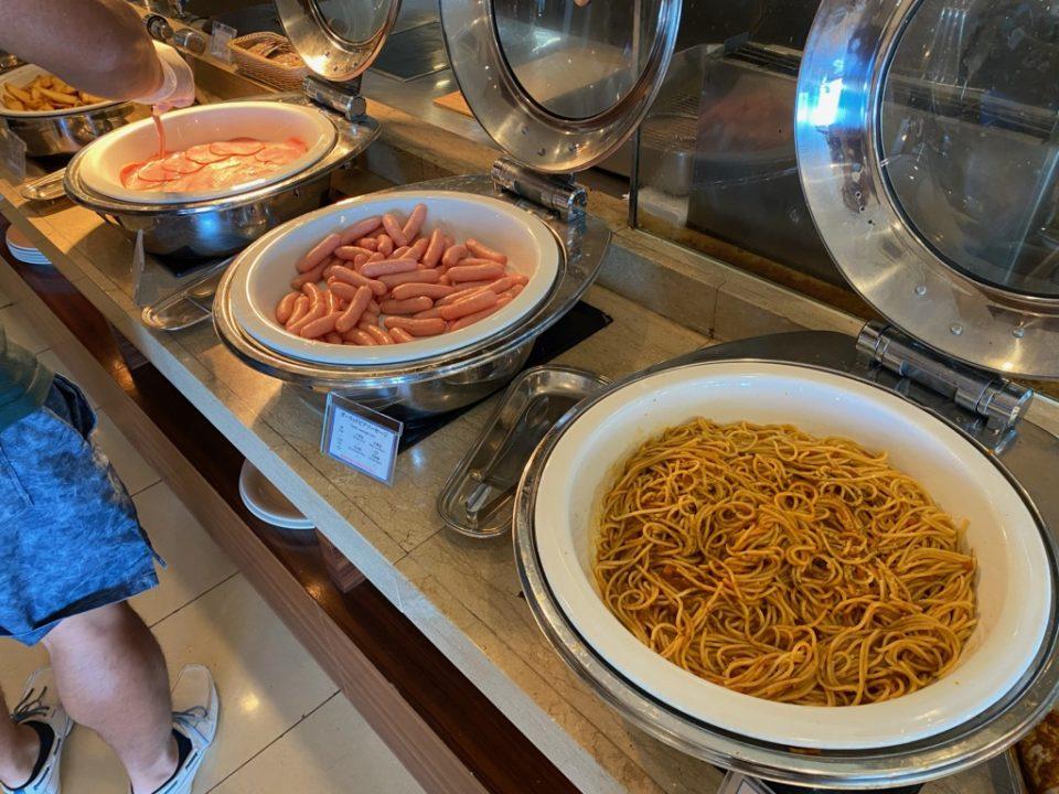 ムーンビーチホテルの朝食ブッフェ