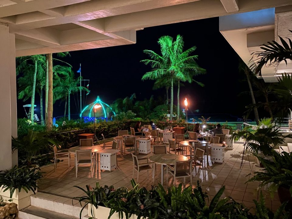 ムーンビーチホテルのダイニング