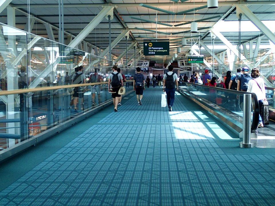 バンクーバー国際空港(YVR)から市内