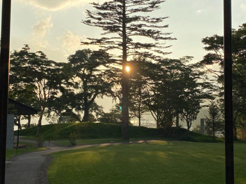 ザ・リッツカールトン日光の夕暮れの庭園