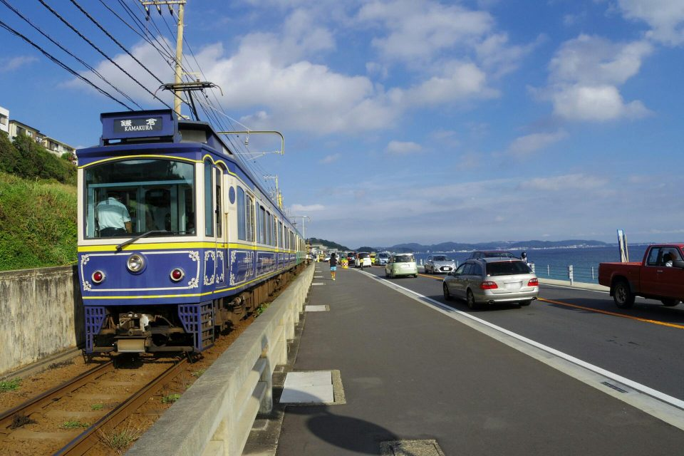 江ノ電 10形 海沿い