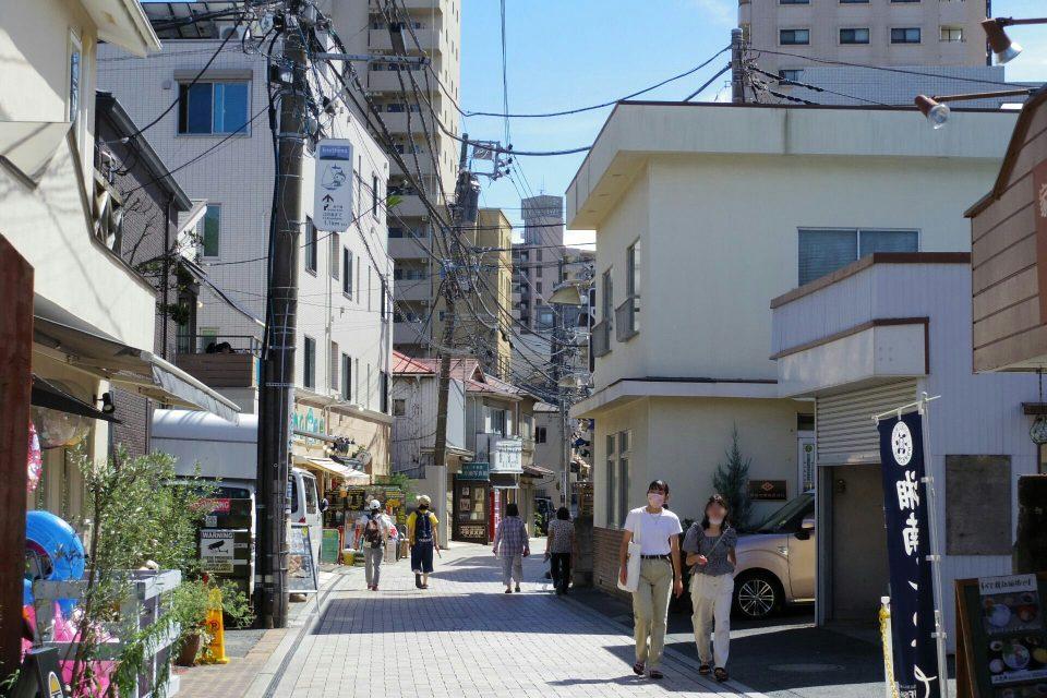 江ノ島駅付近 すばな通り