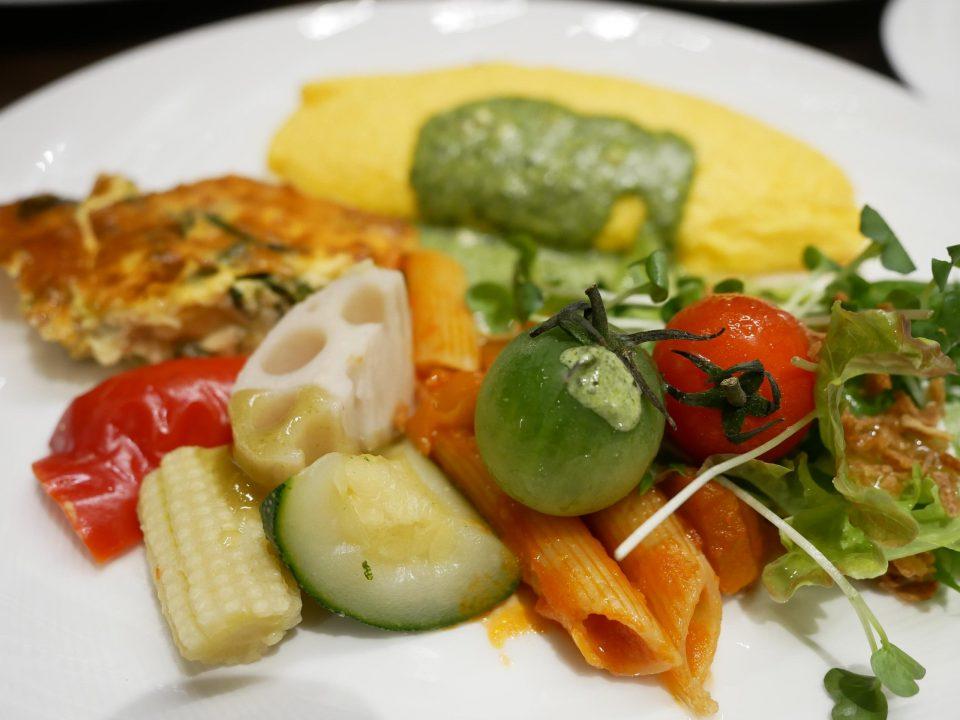 野菜中心に盛り付けた洋食