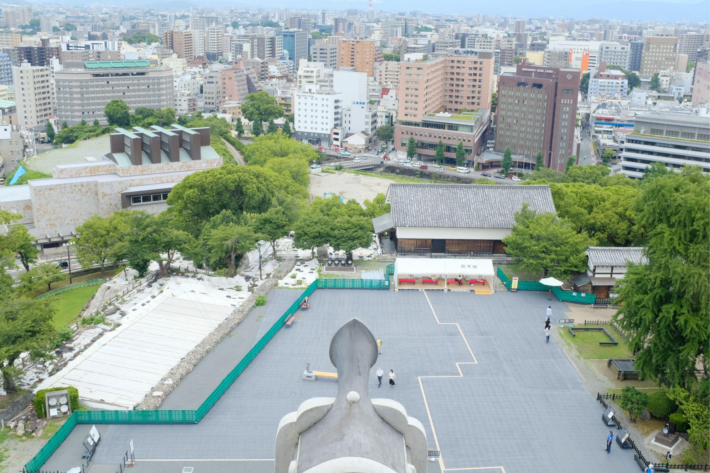 熊本城天守閣最上階の展望窓からの眺望