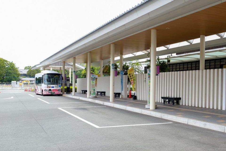 熊本城内を移動する無料シャトルバス
