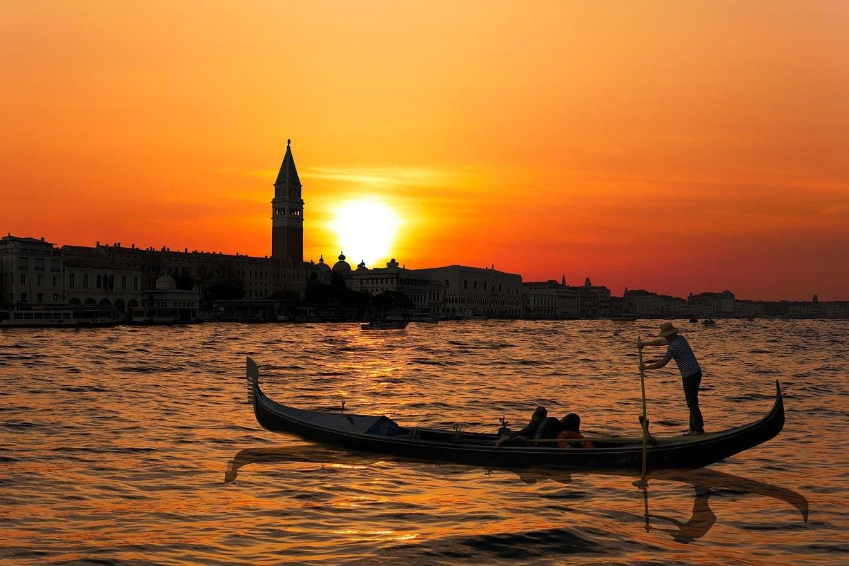 ベネチア ゴンドラ乗り方や料金